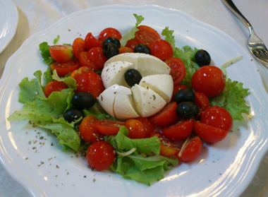 mozzarela salad.jpg